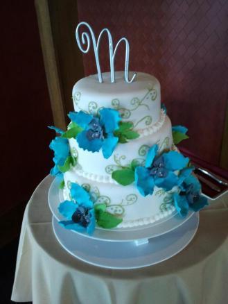 M_wedding_cake